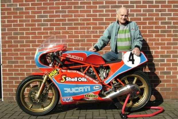 Tony_Rutter_et_sa_moto_Ducati_TT2