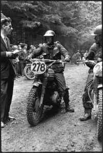 סטיב מקווין עם סיגריה. השתתף בשנת 64'